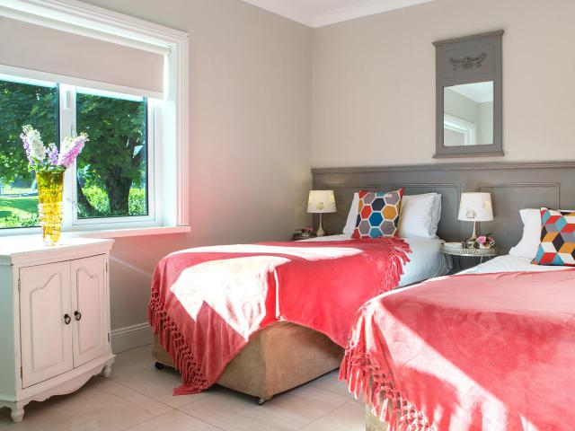 Four star twin room in Wexford Self Cateriing